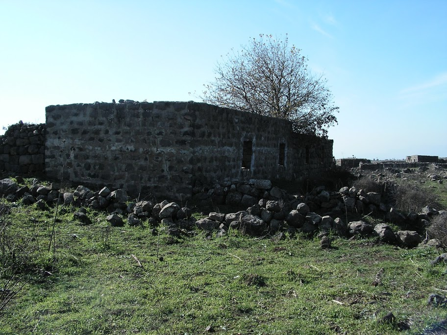 انقاض بيوت سوريه كانت مسكن للضباط-1